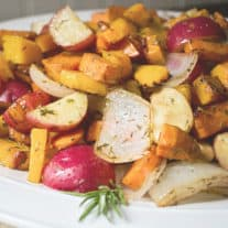4 Reasons Why You Should Eat Seasonally (+ Harvest Roasted Vegetables Recipe)