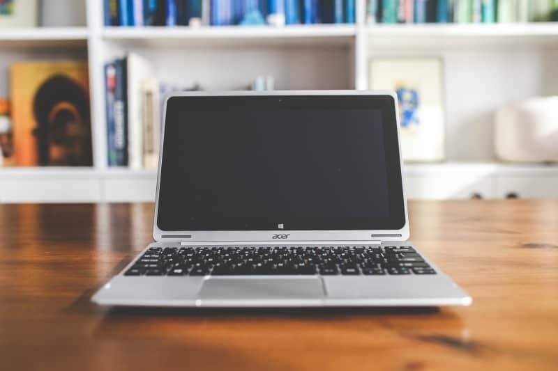 desk-laptop-notebook-table