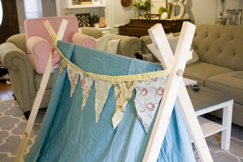 """Simple DIY Play Tent for Kids 