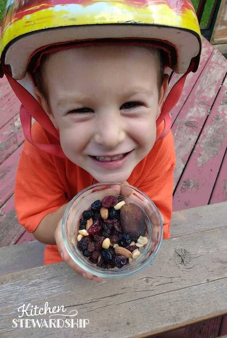 Do your kids eat healthy foods without meltdowns or drama? It's absolutely possible!! Here are 3 (almost) foolproof tips to make it happen.